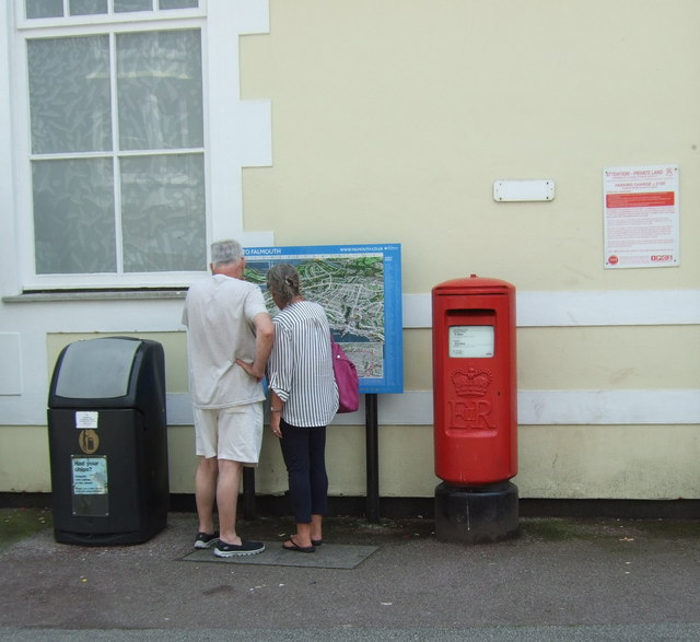 Elizabeth II postbox on The Pier, Falmouth