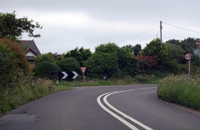 Bend and junction on A39