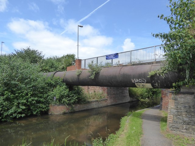 Pipe and footbridge over Bridgwater and Taunton Canal