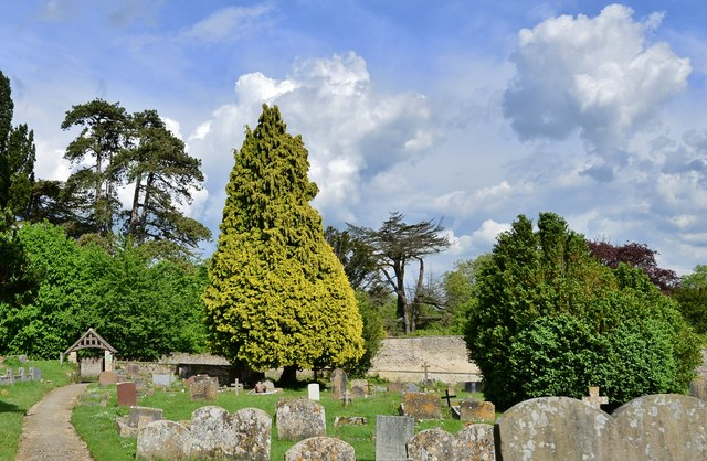 Purton, St. Mary's Church: Looking towards the eastern entrance to the churchyard