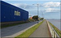 TA0626 : Makro Hull at St Andrews Quay by Mat Fascione