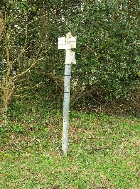 Armless signpost near Hooke