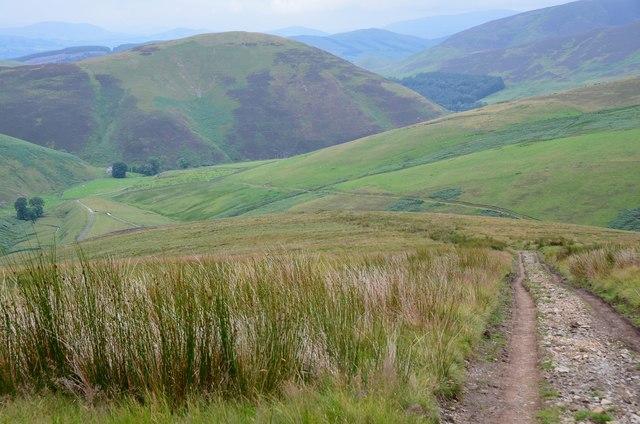 Track descending Cowgill Rig