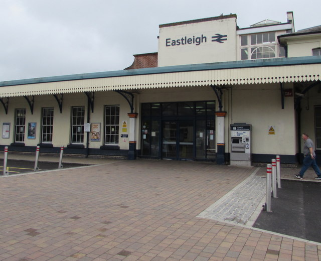 Entrance to Eastleigh railway station