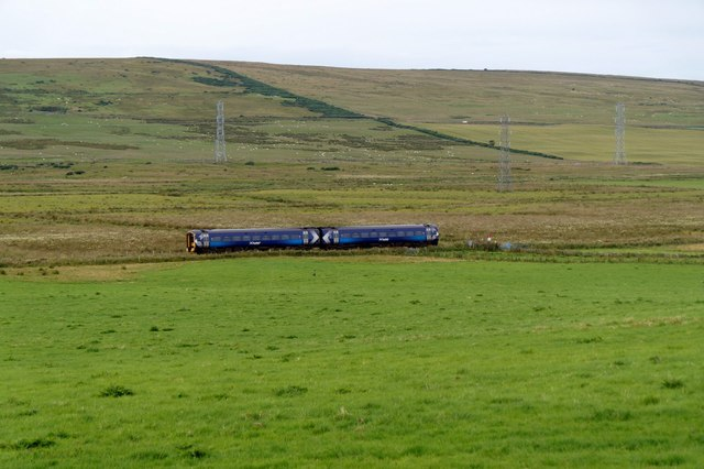 Train to Thurso passing Carsgoe