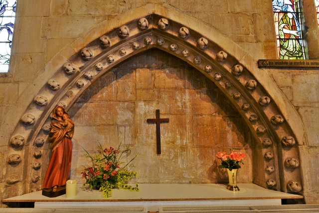Bishops Cleeve, St. Michael and All Angels Church: Ballflowered Easter Sepulchre in the chancel north wall