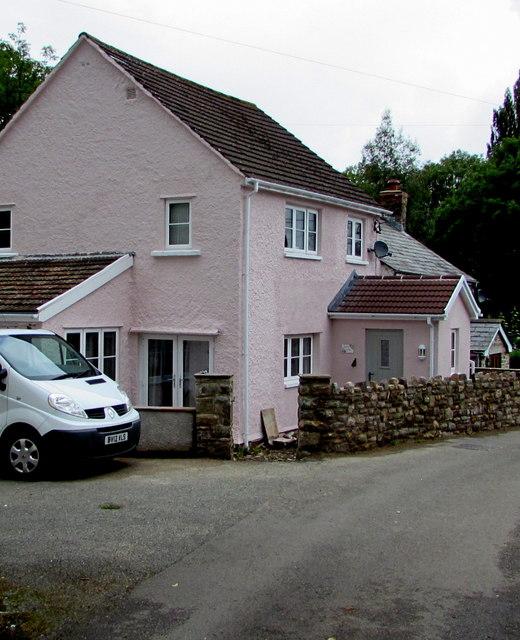 Pink cottage in Govilon