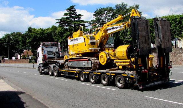 Heavy load descends Rumney Hill, Cardiff