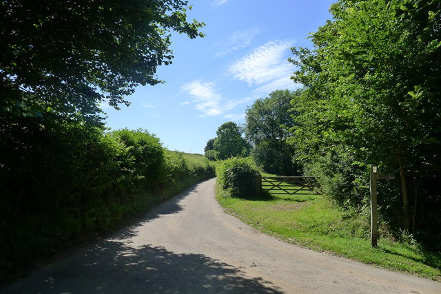 Kilcott Road at the Cotswold Way and Monarch's Way turn-off