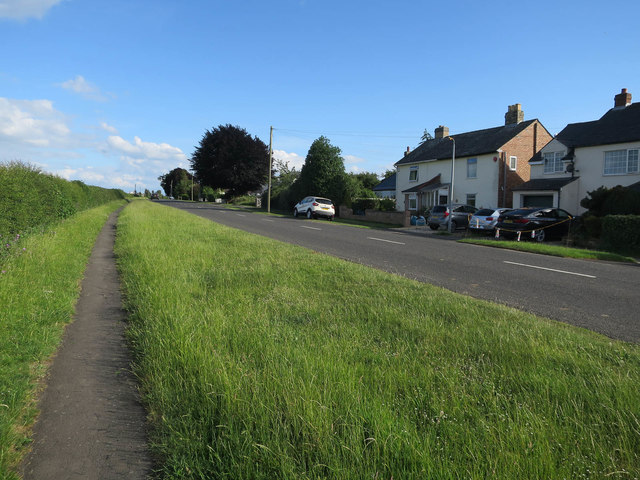 Path by Duxford Road