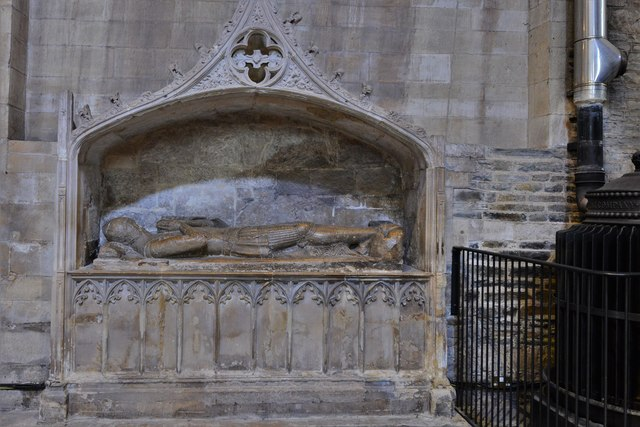 Tewkesbury Abbey: Monument to seemingly unknown knight 1