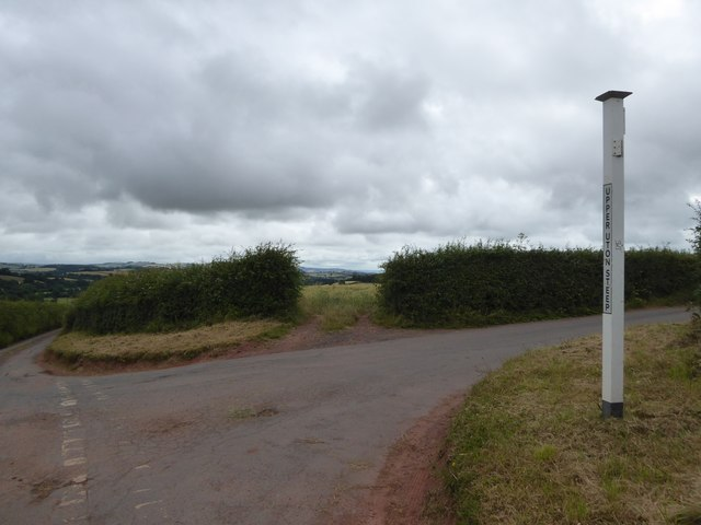 Road junction at Uton Upper Steep