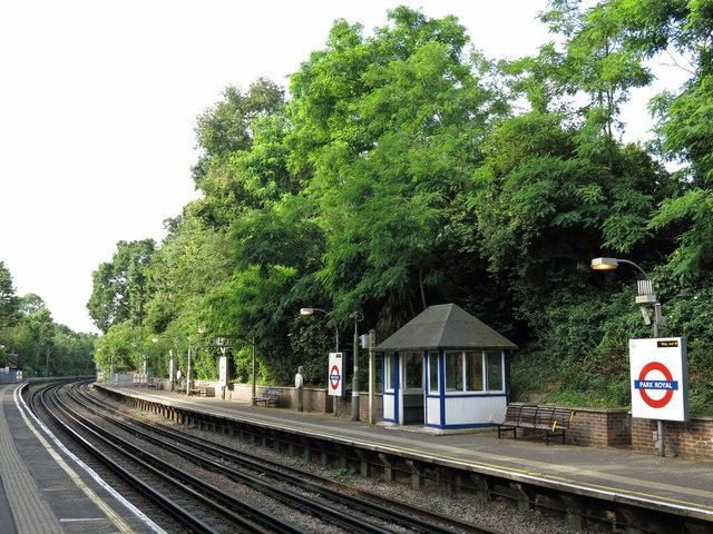 Park Royal tube station, Western Avenue, W5 - platforms