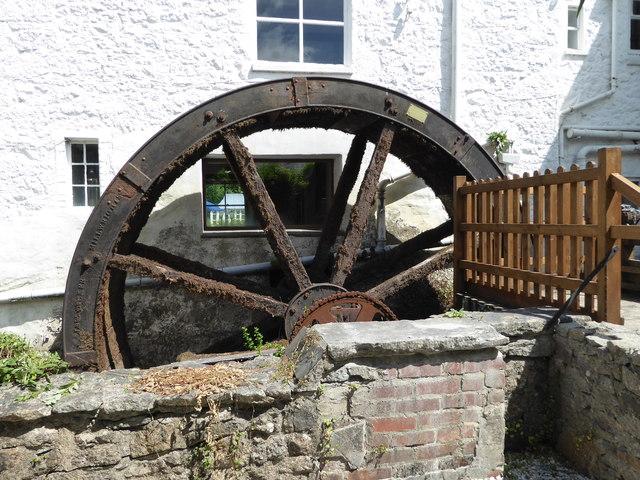 Mill End Hotel - water wheel