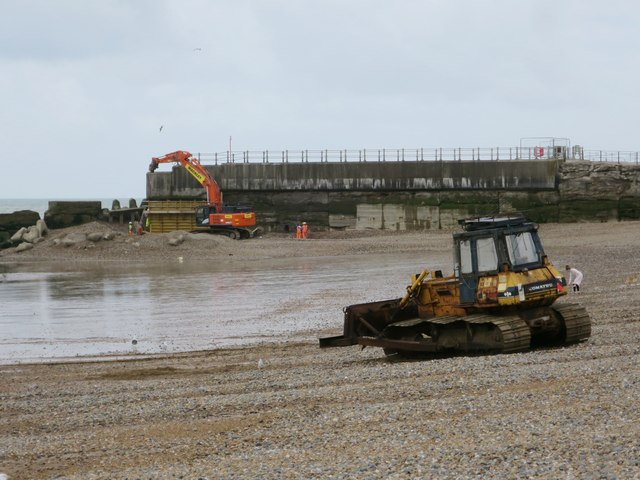 Repair work at Harbour Arm