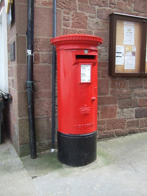 Elizabethan postbox, Gifford Post Office