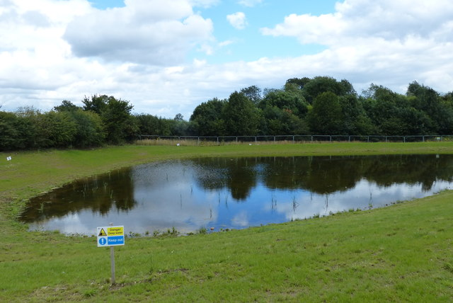New pond next to the Lubbesthorpe Bridle Road