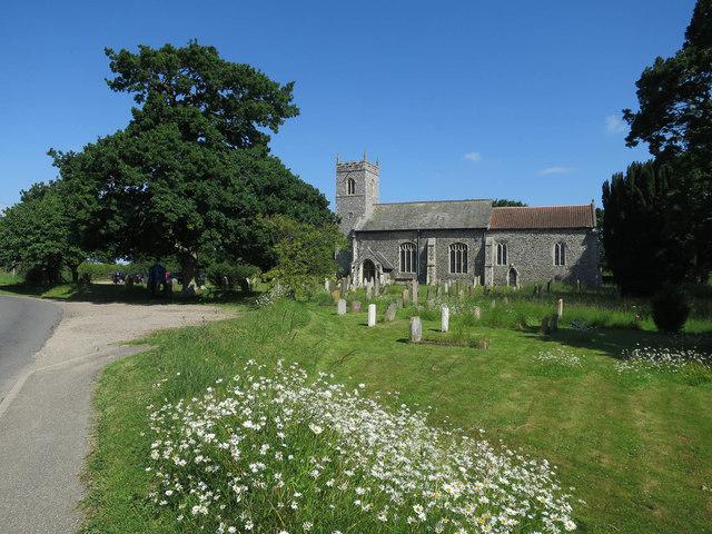 Graveyard around St Peter's church, Lingwood