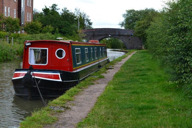 Narrowboat near Nutt's Bridge