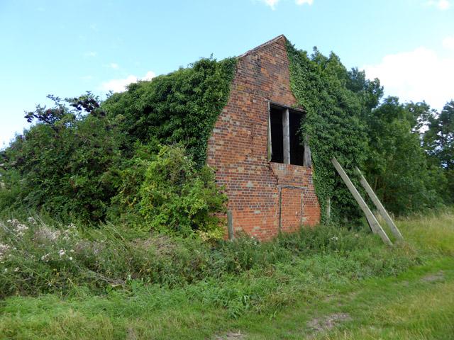 Derelict barn, Apton Hall Farm