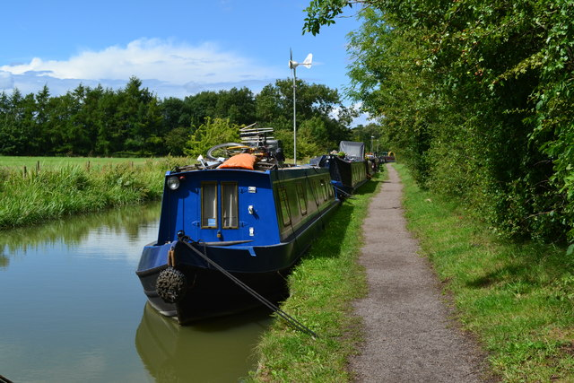 Blue boat and blue sky, Oxford Canal at Cropredy