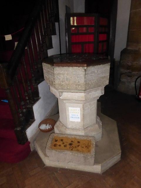St Thomas à Becket, Brightling: font