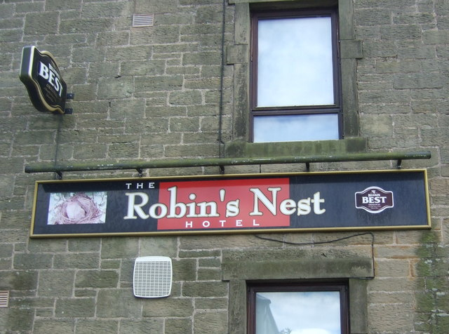 Sign for the Robins Nest Hotel, Chirnside