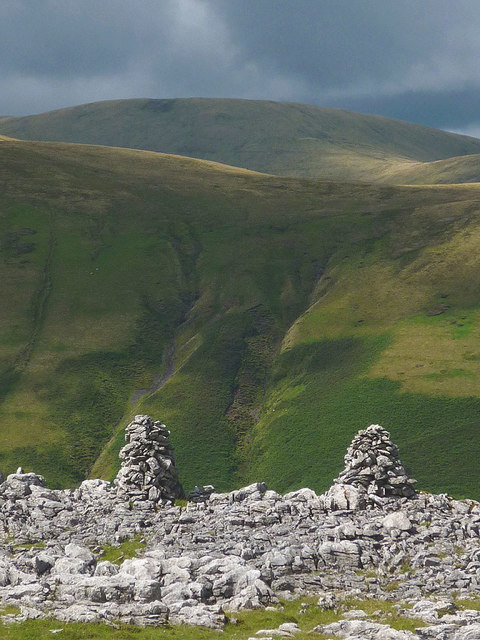 Twin cairns, Fell End Clouds
