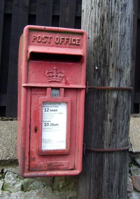 Elizabethan postbox on Main Street West End, Chirnside