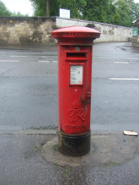 George Vi postbox on London Road, Braidfauld