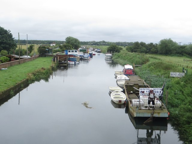 Looking downstream at Hull Bridge