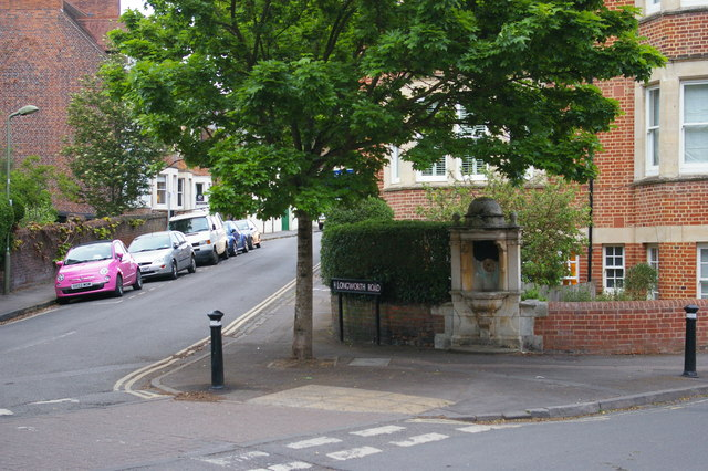 Disused drinking fountain, Walton Well Road