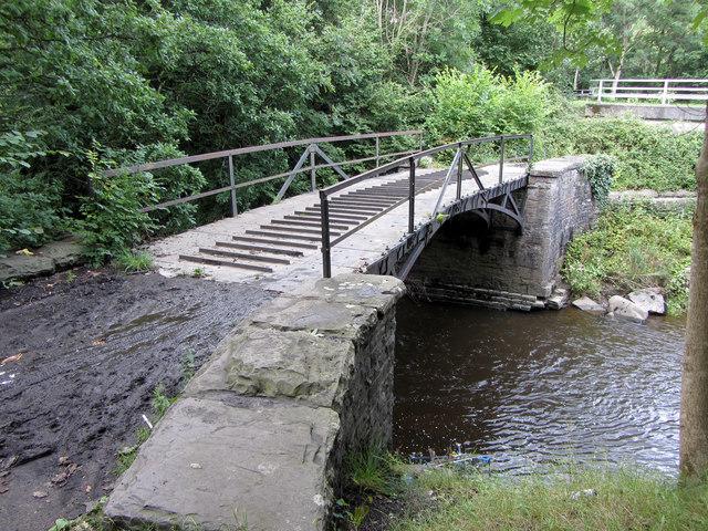 Old tramway bridge at Robertstown