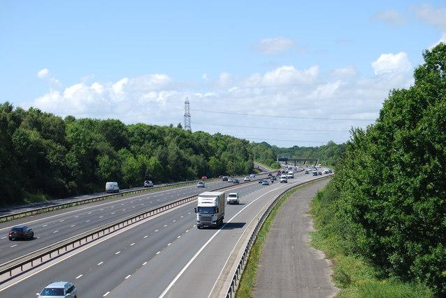 M27 looking westwards from Whiteley Lane in 2017 - zoom shot