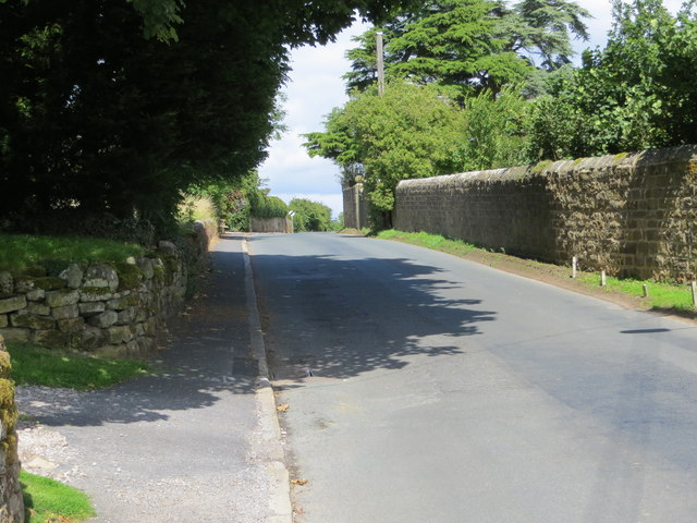 Road through High Grantley