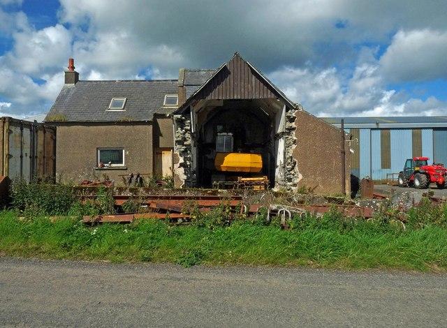 Former farmhouse near Loch Heilen, Caithness
