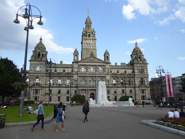 Glasgow City Chambers and the city's cenotaph