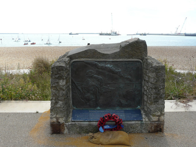 The Dunkirk Memorial, Promenade