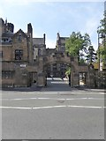 NS5666 : The main gate of Glasgow University by David Smith