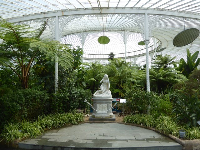 Statue of Eve by Scipione Tadolini in Kibble Palace