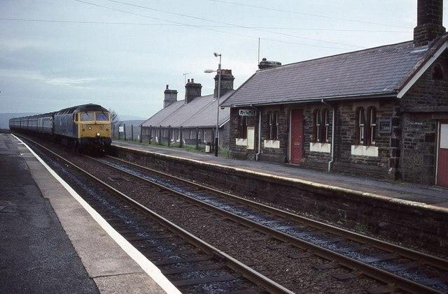 Train passing through Garsdale Station