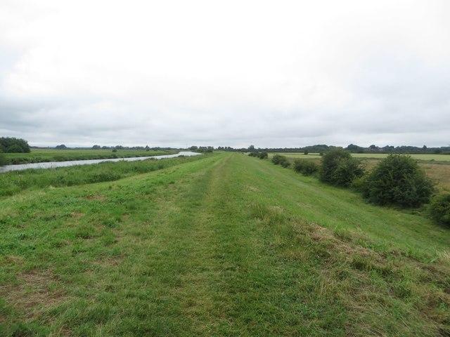 Path alongside the River Hull
