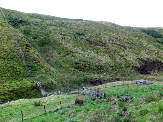 New fence on slopes of Yearning Law above Blind Burn