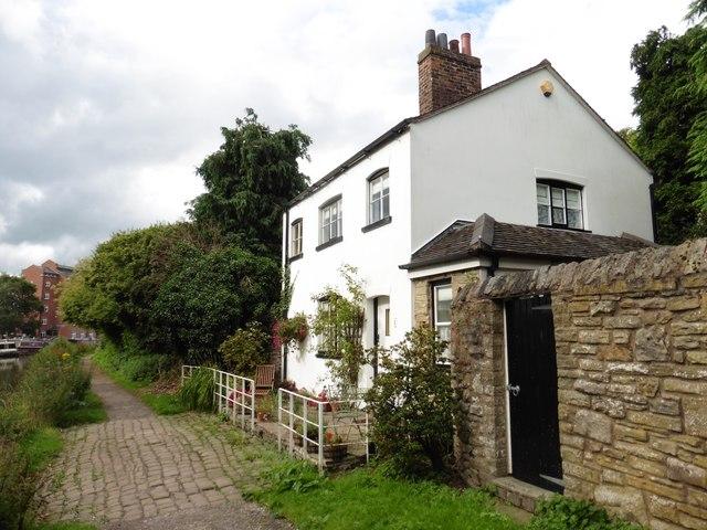 Canalside cottage, Hurdsfield