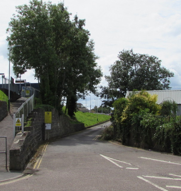 Access road to Honiton railway station car park