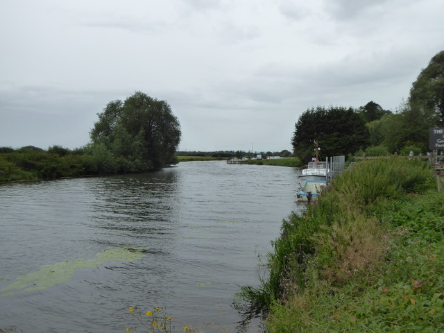 Looking down the River Avon at Twyning