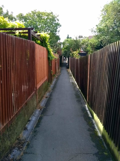 Alleyway between the Goffs and Michel Grove