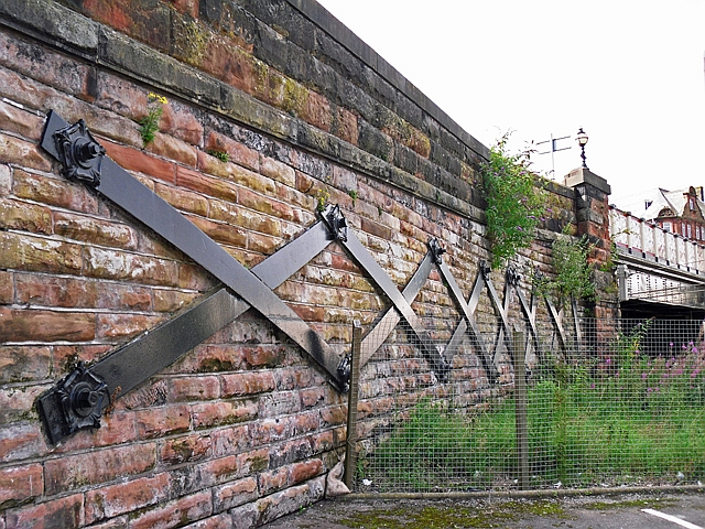 Iron bracing, Victoria Viaduct (2)