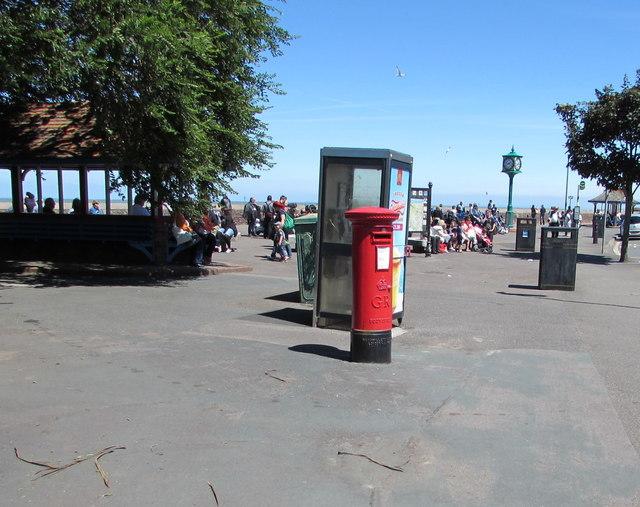 King George V pillarbox and BT phonebox, Minehead