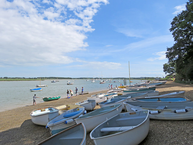 Waldringfield: dinghies on the beach
